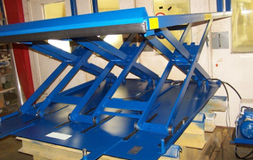 Bespoke low closed scissor lift with auto rising roll off stop
