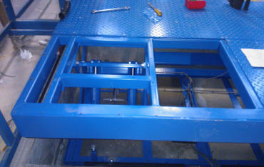 Pit mounted scissor lift table with removable deck plate on substantial sub-frame