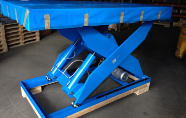 Power-Lift scissor lifting platform with profiled solid steel arms and double arm roller bearings