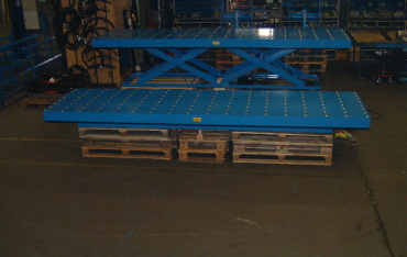 Scissor lifting platforms with ball transfer units tables